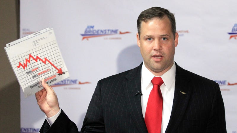 James Bridenstine holding a graph that does not detail his plans for NASA.