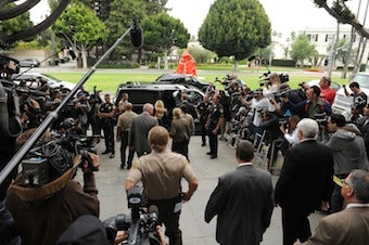 Illustration for article titled California Bill Would Crack Down On Paparazzi