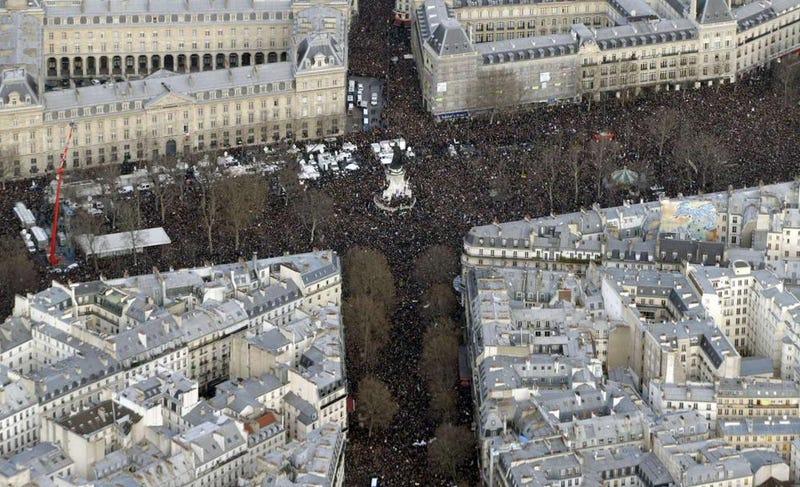 Illustration for article titled Másfél millió ember tüntet Párizsban