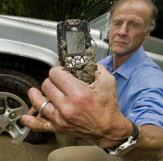 Illustration for article titled Land Rover Lends Name To Virtually Everything-Proof S1 Phone