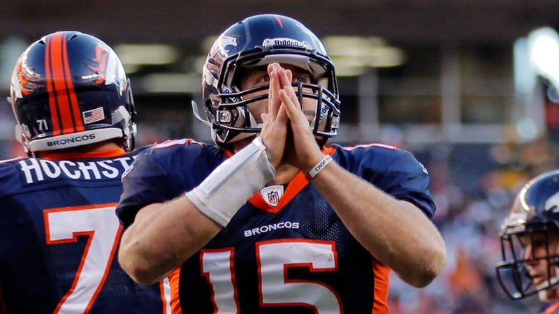 Illustration for article titled The Tim Tebow Trade Might Be Held Up Because The Jets Never Read Tebow's Contract