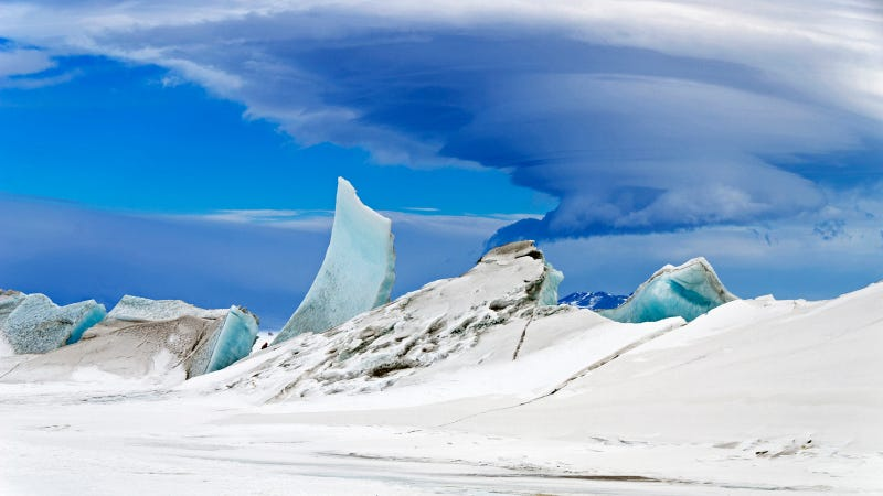 Illustration for article titled Antarctica Looks Like a Mystical Land Shrouded in Lenticular Cloud