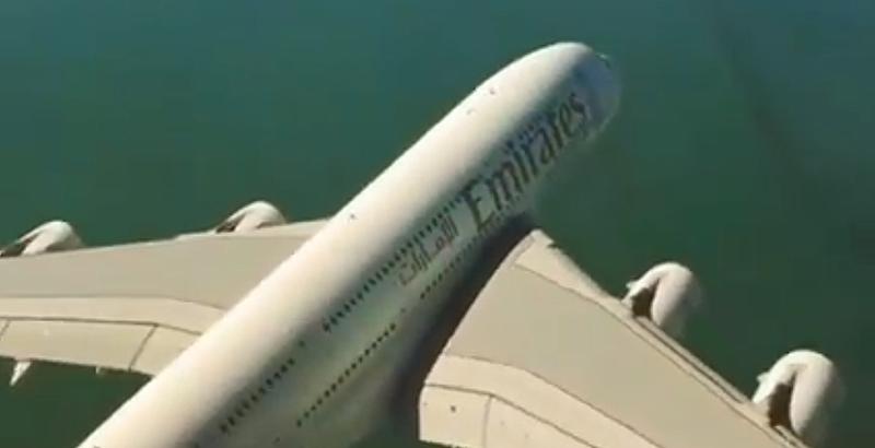 Illustration for article titled Este cruce entre un Airbus A380 y un helicóptero te pondrá los pelos de punta