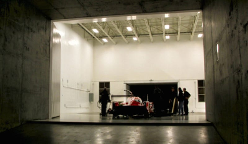 Illustration for article titled Here's The Nissan GT-R LM Nismo Le Mans Car Just Hanging Out In A Garage