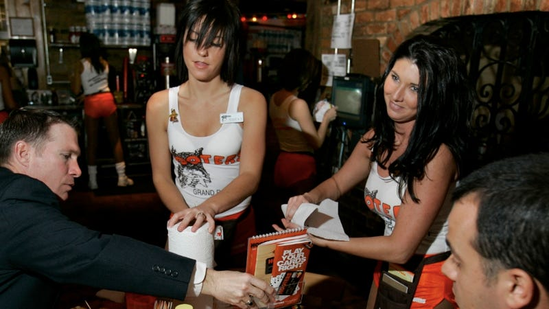 Illustration for article titled Hooters Hostess Gives Korean Couple Receipt That Reads 'Chinx'
