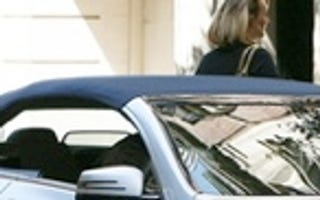 Illustration for article titled Mercedes E-Class Convertible Spied On Sex And The City Sequel Set