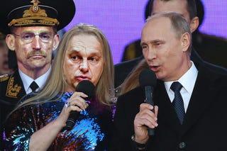 Illustration for article titled Így énekelt Orbán Viktor Vlagyimir Putyin jobbján Moszkvában
