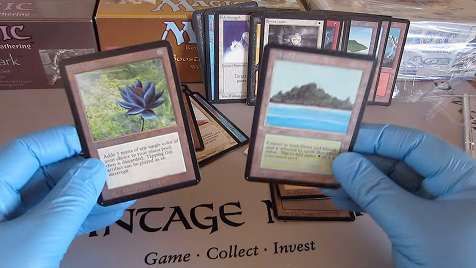 Abre un mazo de cartas de 1993, y encuentra una de 30.000 dólares