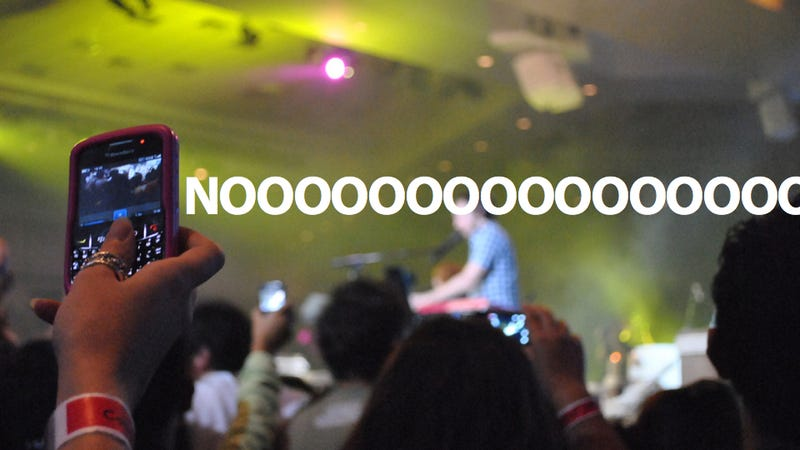 Illustration for article titled How to Use Your Smartphone at a Concert Without Being A Jerk