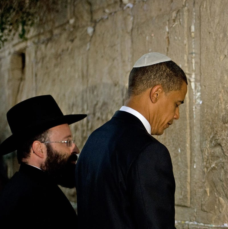 Illustration for article titled Obamas Host First White House Seder; Blewish Community Rejoices