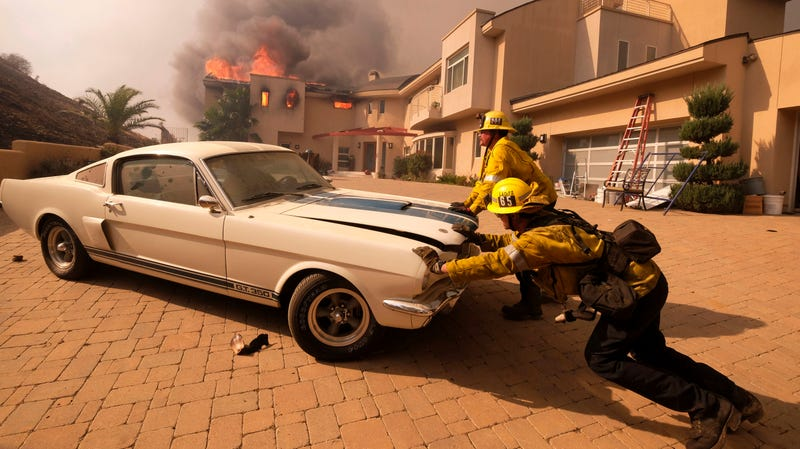 Firefighters Push a Mustang GT350 Out of a Burning Home in California