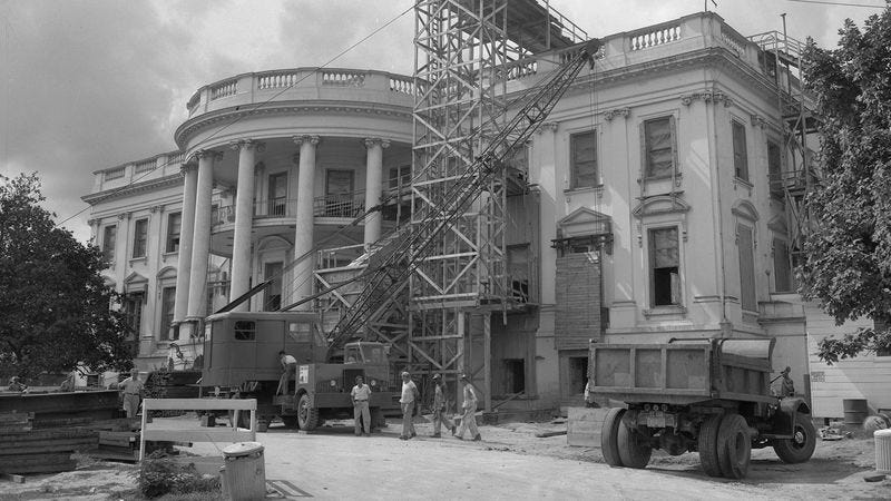 Illustration for article titled A Timeline Of Construction On The White House