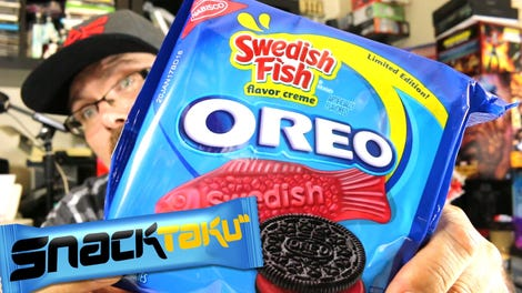 Snacktaku eats oreo candy bars with friends for Swedish fish oreos where to buy