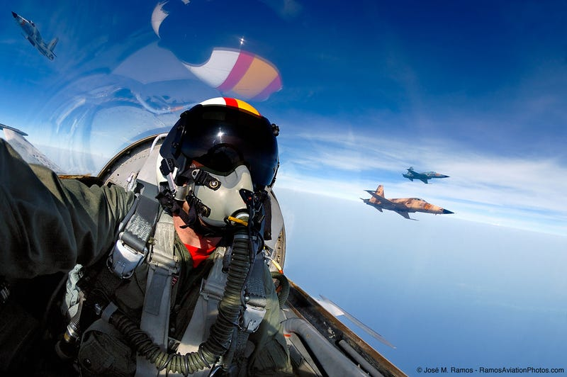 "Illustration for article titled José ""Fuji"" Ramos Is A Photographer Whose Studio Is An F-5 Tiger"