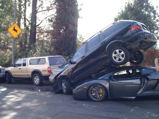 Illustration for article titled Lamborghini Gallardo Hits Many Parked Cars In Laurel Canyon