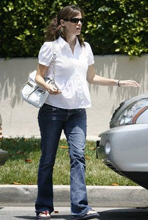 Illustration for article titled Yup, Jennifer Garner Is With Child