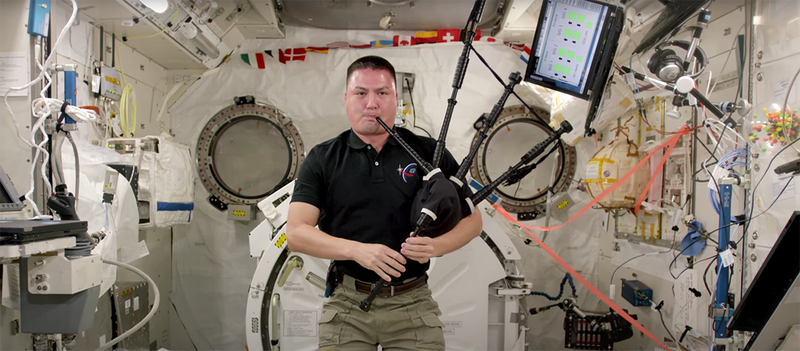 Illustration for article titled Concierto de gaita desde la Estación Espacial Internacional. Tu argumento es irrelevante
