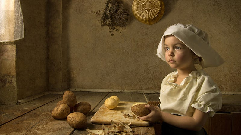 Illustration for article titled Father's Stunning Portraits of His Daughter Look Like Classic Paintings by the Masters