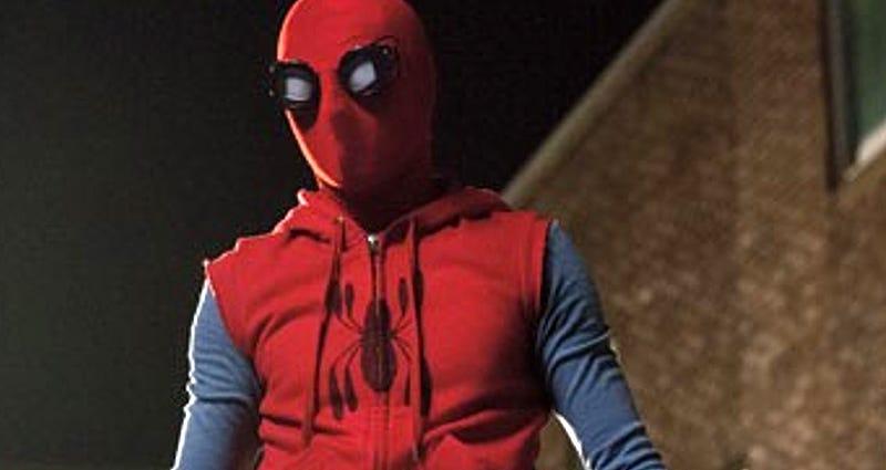 Illustration for article titled Si buscas gafas de soldador en Amazon, la página te recomienda todo lo necesario para disfrazarte de Spider-Man