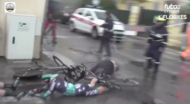 Illustration for article titled Dumbass Causes Gnarly Bike Crash By Just Walking Into The Middle Of A Race