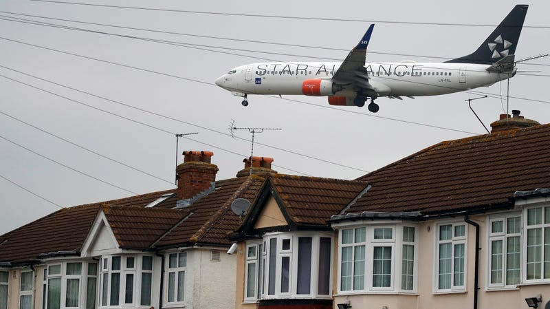 Boeing Sobrevolando Heathrow. AP