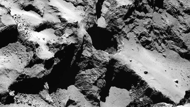 Illustration for article titled Rosetta explica el origen de los enormes agujeros sobre el cometa 67/P