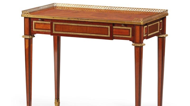 Illustration for article titled I Must Have Marie Antoinette's Desk