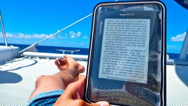 Illustration for article titled Case Logic's Water Resistant Kindle Case
