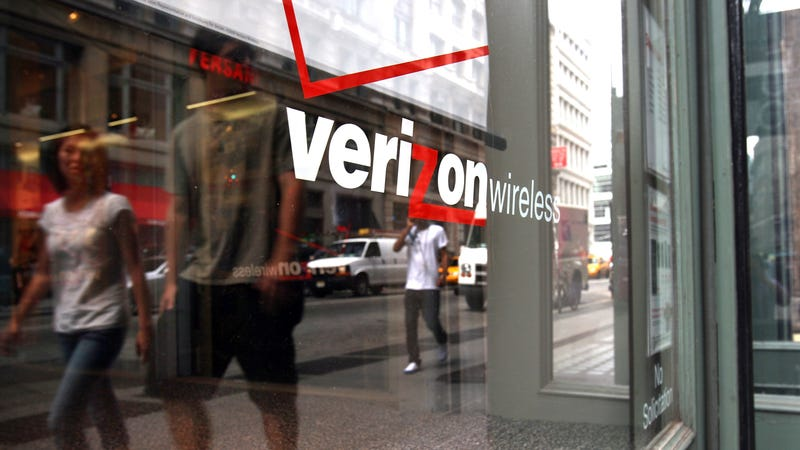 Illustration for article titled Verizon Signs Deal to Place the Saddest, Most Pathetic Bloatware on Samsung Devices [Updated]