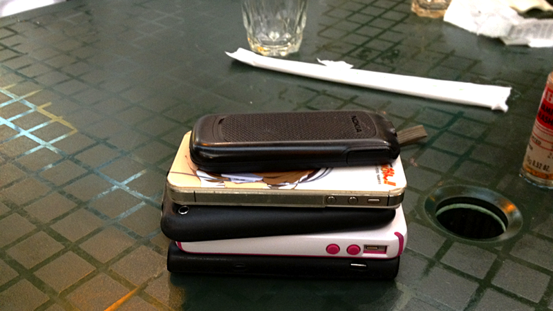 Illustration for article titled Force Smartphone Addicts to Pay for Your Meal with This Ingenious Game