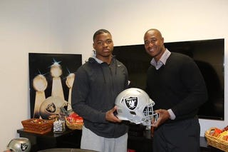 Illustration for article titled Amari Cooper Looks Really Happy To Be On The Raiders