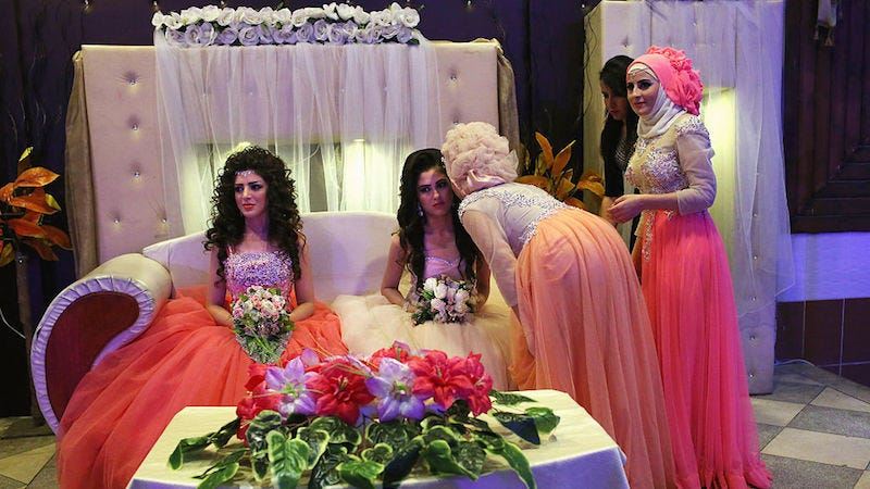 Illustration for article titled Syrian Brides Are Having Their Wedding Ceremonies Without Their Grooms