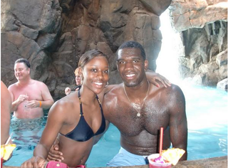 Illustration for article titled Greg Oden's Romantic Hawaiian Vacation Keeps Getting Interrupted By Bill From Accounting