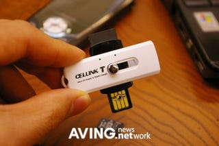 Illustration for article titled Cellink T USB Thumb Drive Stores, Links