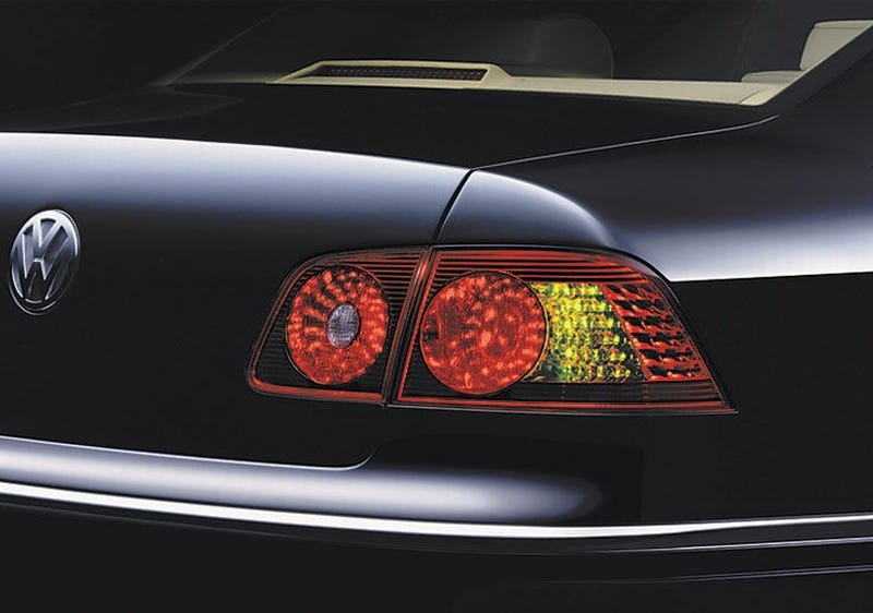 Illustration for article titled NHTSA May Force All-Orange Turn Signals