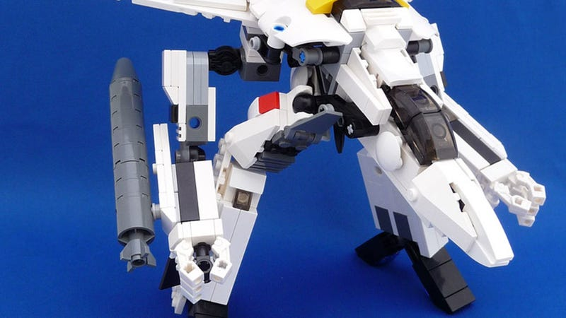 Illustration for article titled Macross/Robotech LEGO That Transforms. I Can Die Now.