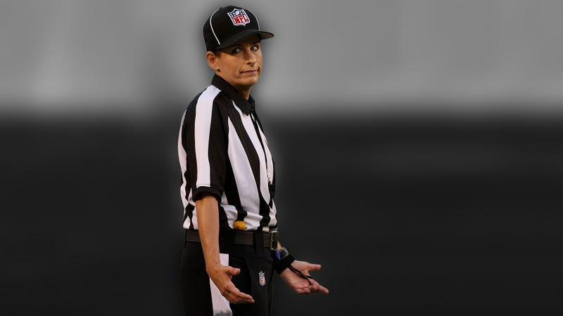 Illustration for article titled How Bad Were Replacement Refs Last Night? Let's Examine The Video Evidence.