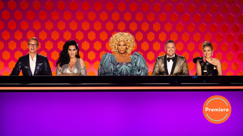 Illustration for article titled RuPaul's Drag Race calls in some alumni support in an overstuffed premiere