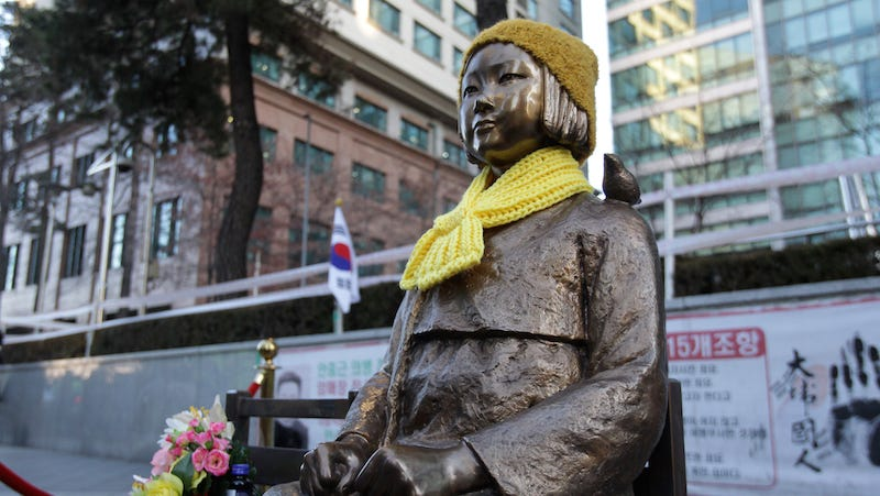 Illustration for article titled Japan Officially Apologizes to South Korea for World War II 'Comfort Women'