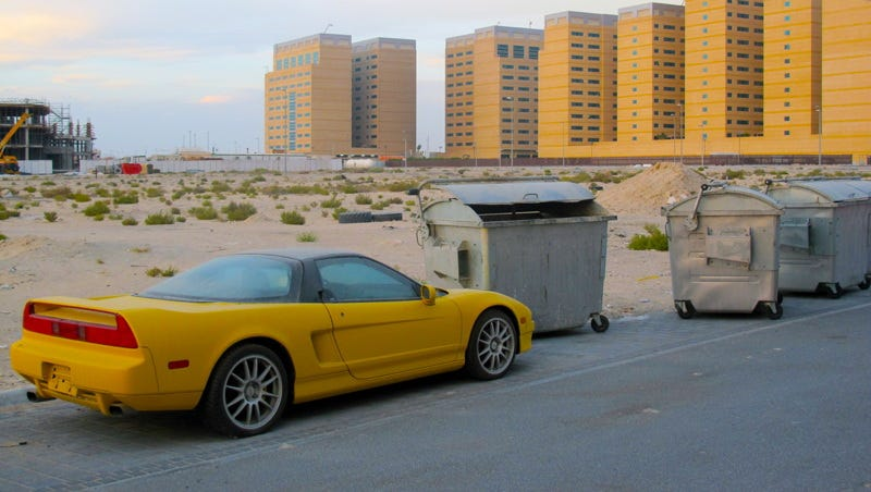 Illustration for article titled Why was this Acura NSX left to die in Dubai?