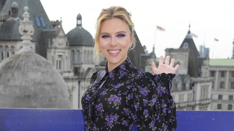 Illustration for article titled Scarlett Johansson is confused about memes and if they move