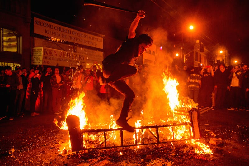 Illustration for article titled San Francisco Brings Fire And Fistfights To World Series Celebrations