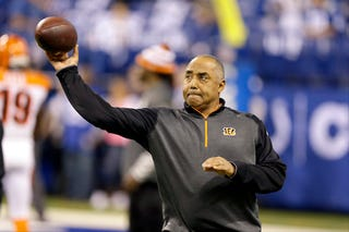 Illustration for article titled Marvin Lewis Keeps His Streak Of Playoff Losses Alive