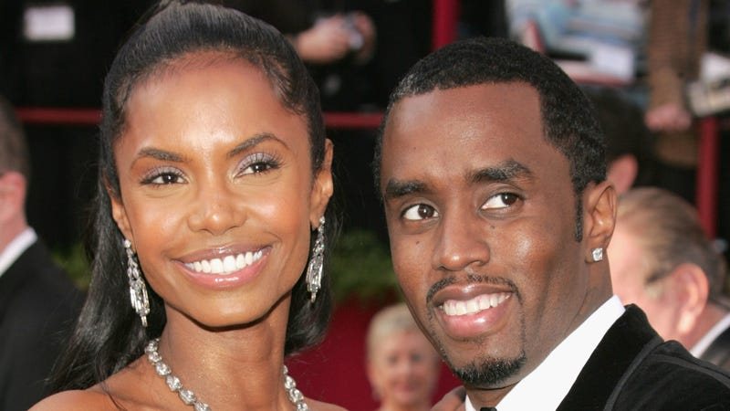 Actress Kim Porter (L) and Rapper Sean 'P Diddy' Combs arrive at the 77th Annual Academy Awards on February 27, 2005 in Hollywood, California.