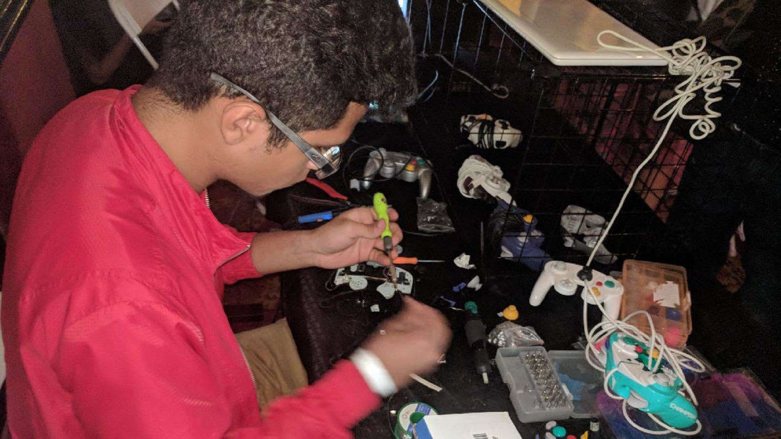 photo image Meet The Controller Mechanic Who Repairs SmashPros' Hardware On The Fly