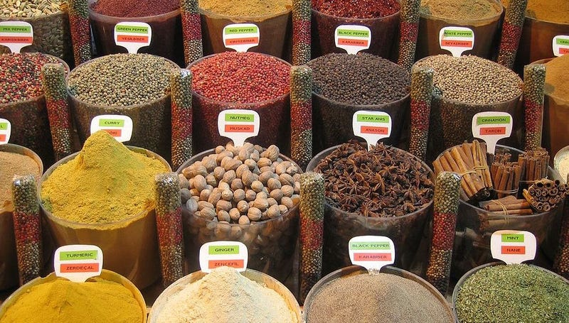 A spice market in Istanbul / heydrienne