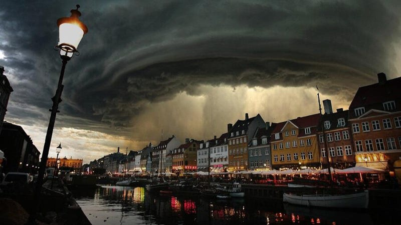 Illustration for article titled This photo of the monster storm over Denmark is not real—but it's cool