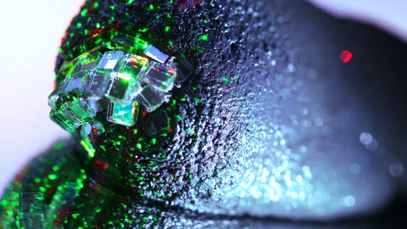 Plastilina magnética, el extraño material que devora objetos