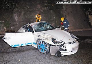 Illustration for article titled Porsche 911 GT3 RS Crashes So Hard The Roll Cage Gets Crushed