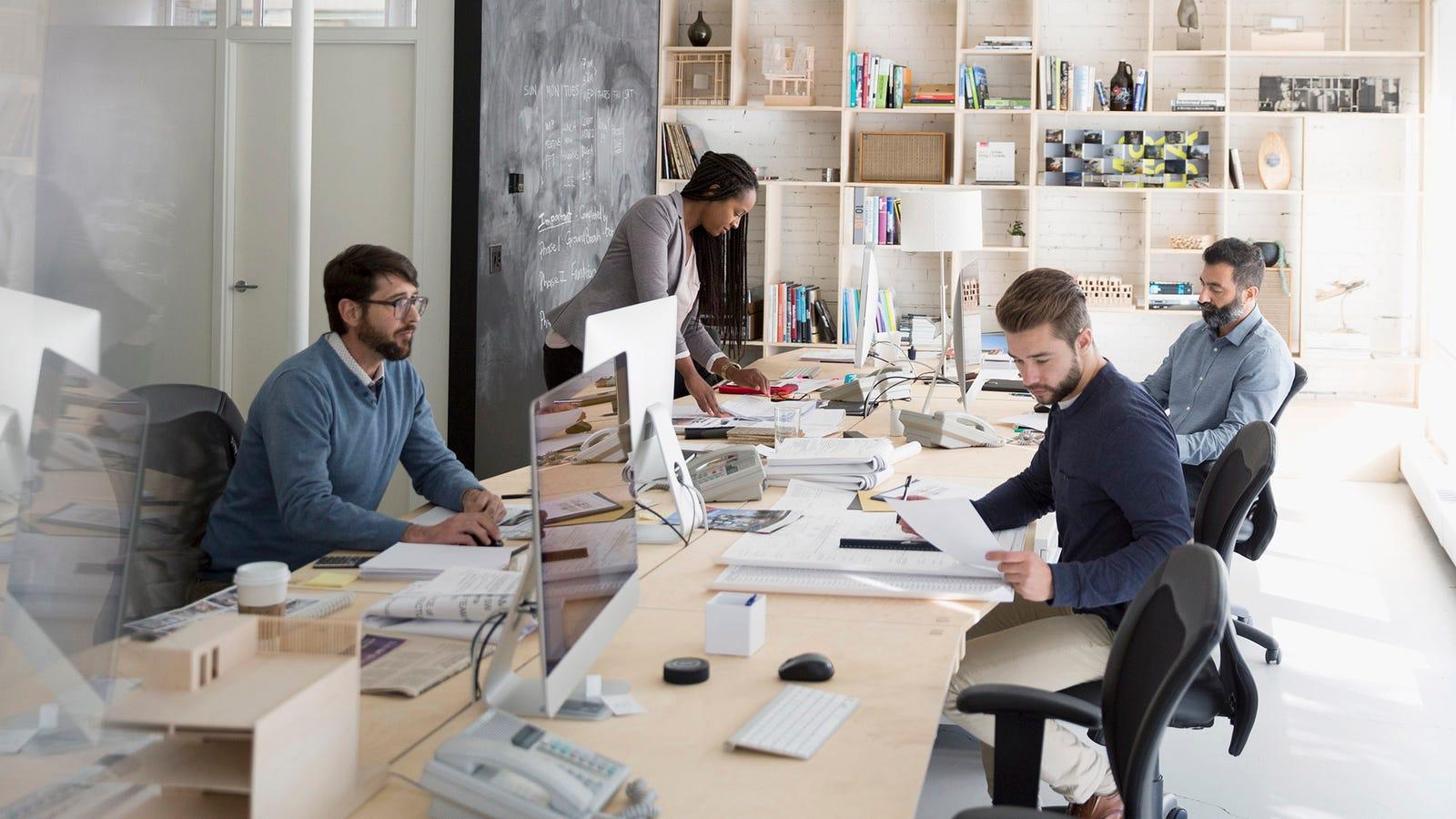 Die Arbeit In Der Allgemeinen Umgebung Für 8 Stunden Pro Tag Falsch Interpretiert, Als Freundschaft